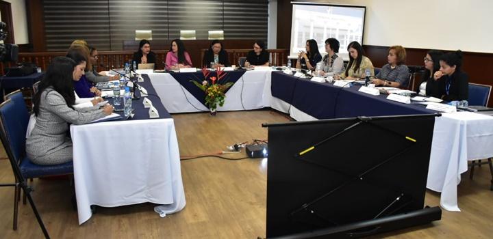 Ministra afirma que el Mides continuará ejecutando acciones para proteger los Derechos de la Mujer (2)
