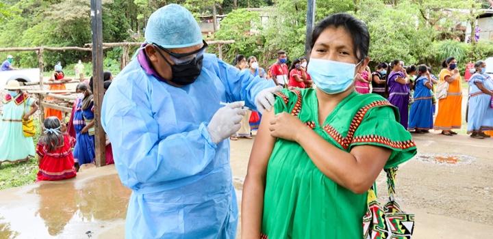 Beneficiarios de los Programas de Transferencias Monetarias fueron vacunados contra la influenza (6)