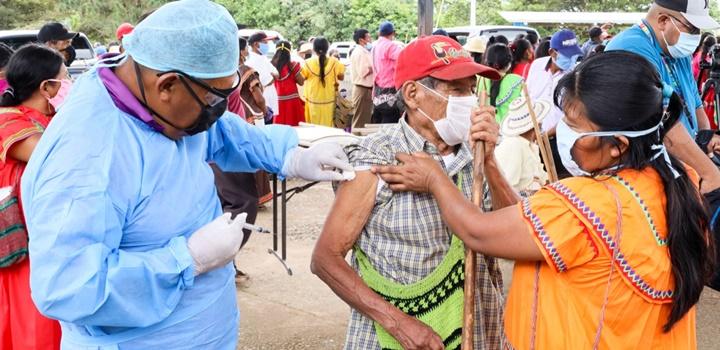 Beneficiarios de los Programas de Transferencias Monetarias fueron vacunados contra la influenza (9)